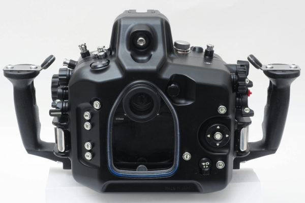 Sea_and_Sea_MDX_D500_06179_underwater_housing_back_view_800.jpg